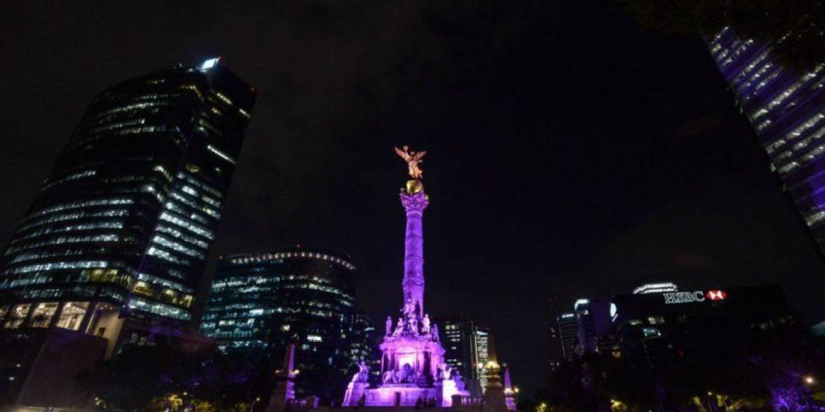 Monumentos de la CDMX se tiñen de morado por las elecciones