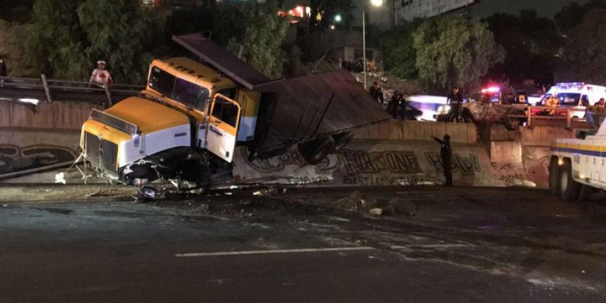 Volcadura de tráiler en la México-Pachuca deja dos heridos
