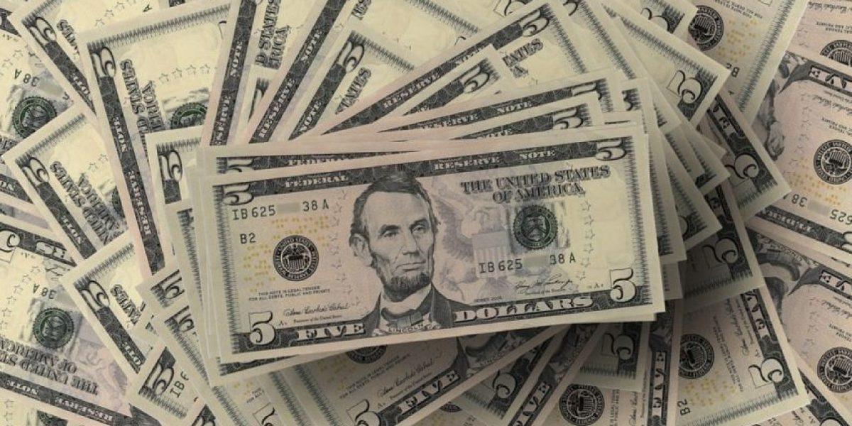 Video: hombre molesto por una multa decide pagarla con centavos