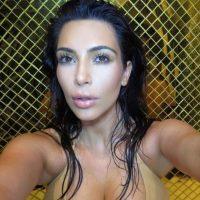A Kim Kardashian la critican por sus curvas. Mide 1,59 mts (5,2 ft) y pesa 65 kgs (43 libras). Foto:Instagram