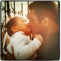 Su hija Hana Ali publicó una tierna foto con su padre. Foto:instagram.com/hanayali/