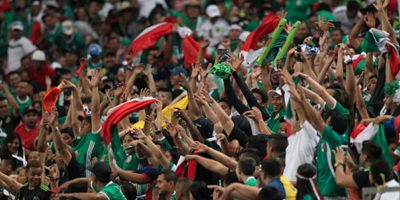 El objetivo de la campaña es evitar que el Estadio Azteca sea sancionado con partidos eliminatorios a puerta cerrada. Foto:Getty Images