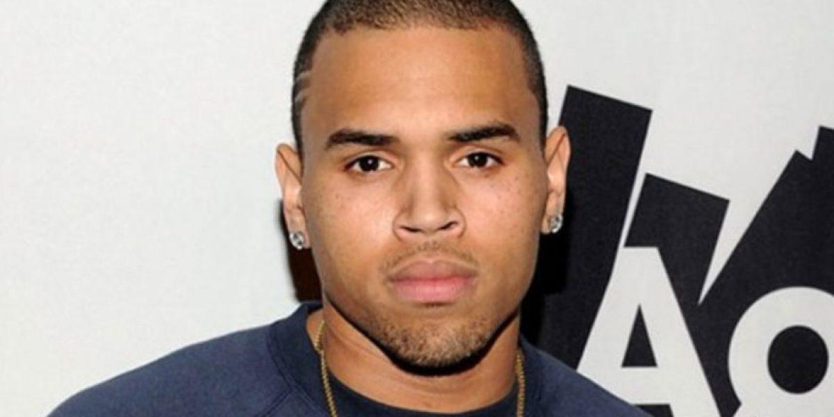 Chris Brown enloqueció y pateó en la cara a uno de sus fans