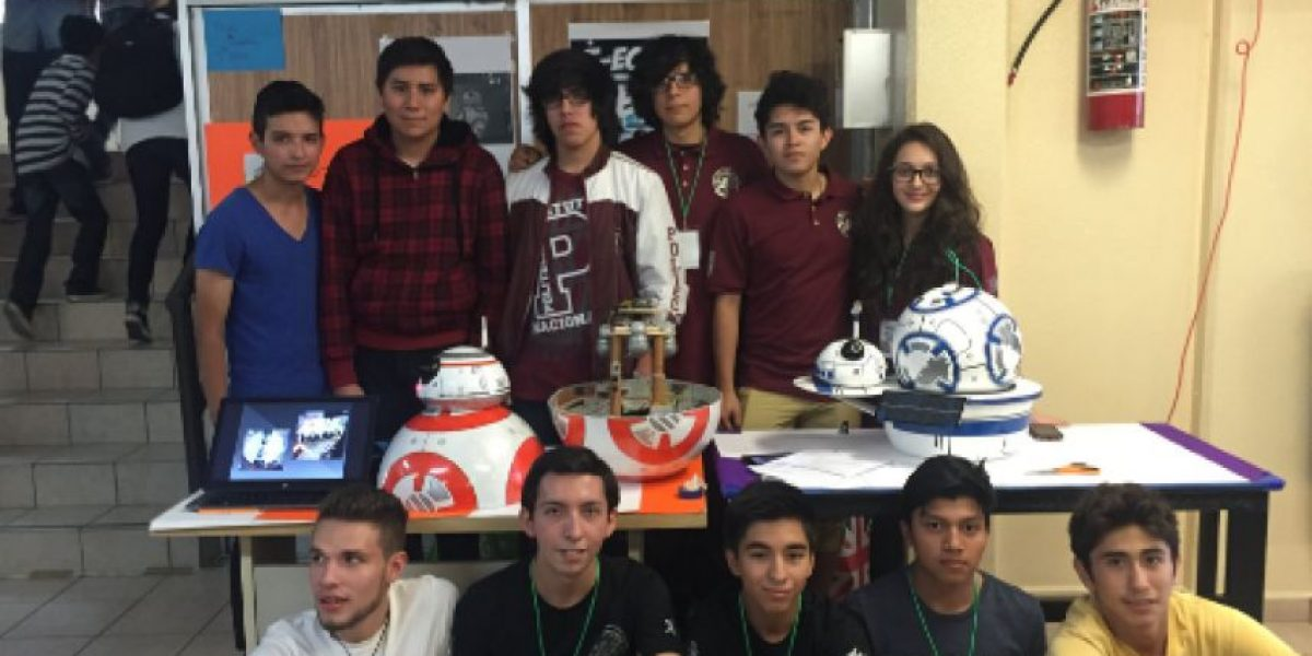 Con material reciclado, estudiantes del IPN crean réplica del BB8 de Star Wars