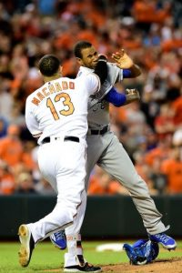 ¡Hubo tiro! Beisbolistas de GL se agarran a golpes en pleno partido Foto:Getty Images
