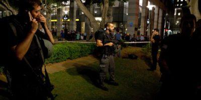 Agentes de la policía de Israel hacen guardia afuera de la escena de una balacera en Tel Aviv, Israel, el 8 de junio de 2016. Foto:AP/ Archivo