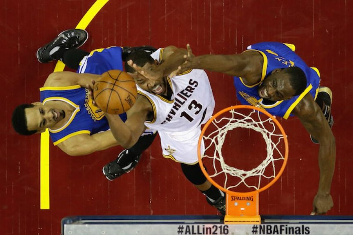 Cavs aplastan a Warriors y están de vuelta en la final Foto: Getty Images
