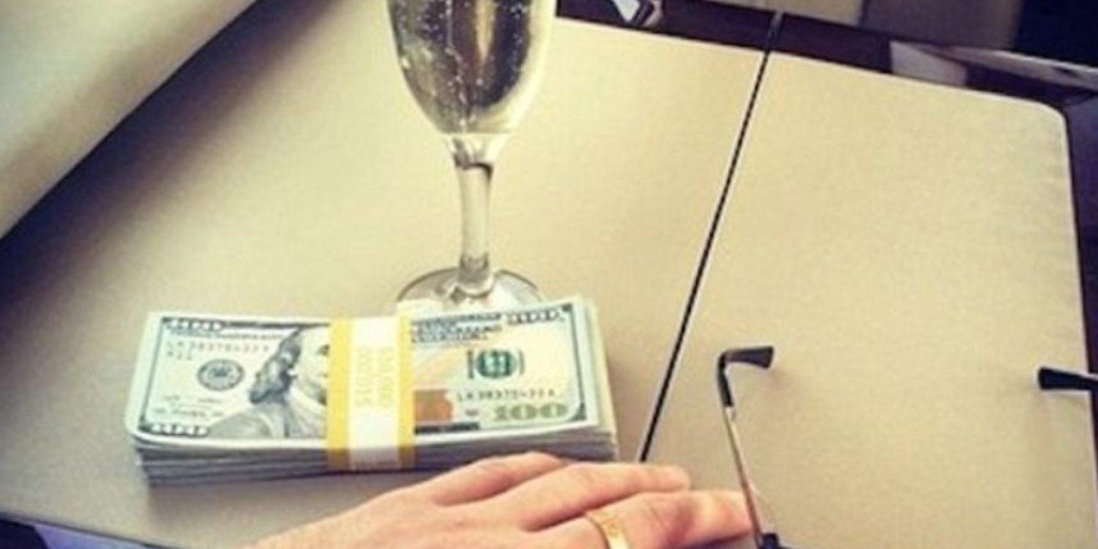 Y fajos de billetes. Foto:vía Instagram