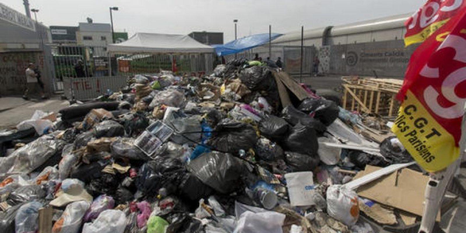 Las huelgas de los recolectores de basura han bloqueado el acceso a los basureros y estaciones de tren en Francia. Foto:AP/ Archivo