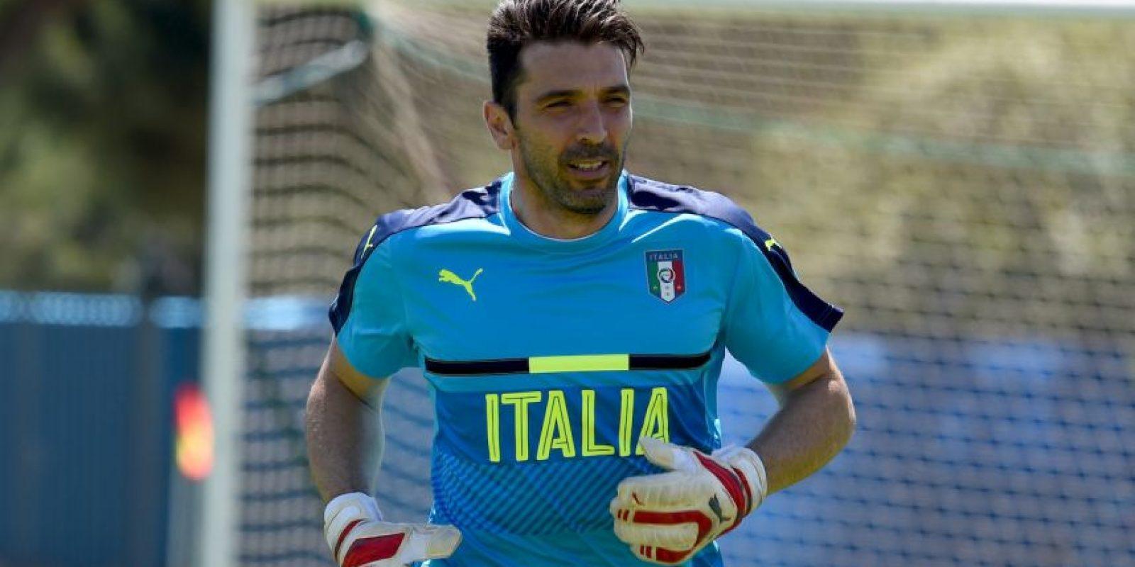 El portero italiano va por su cuarta Eurocopa y a sus 38 años espera conseguir el ansiado título que le quitó España en la final de 2012 Foto:Getty Images