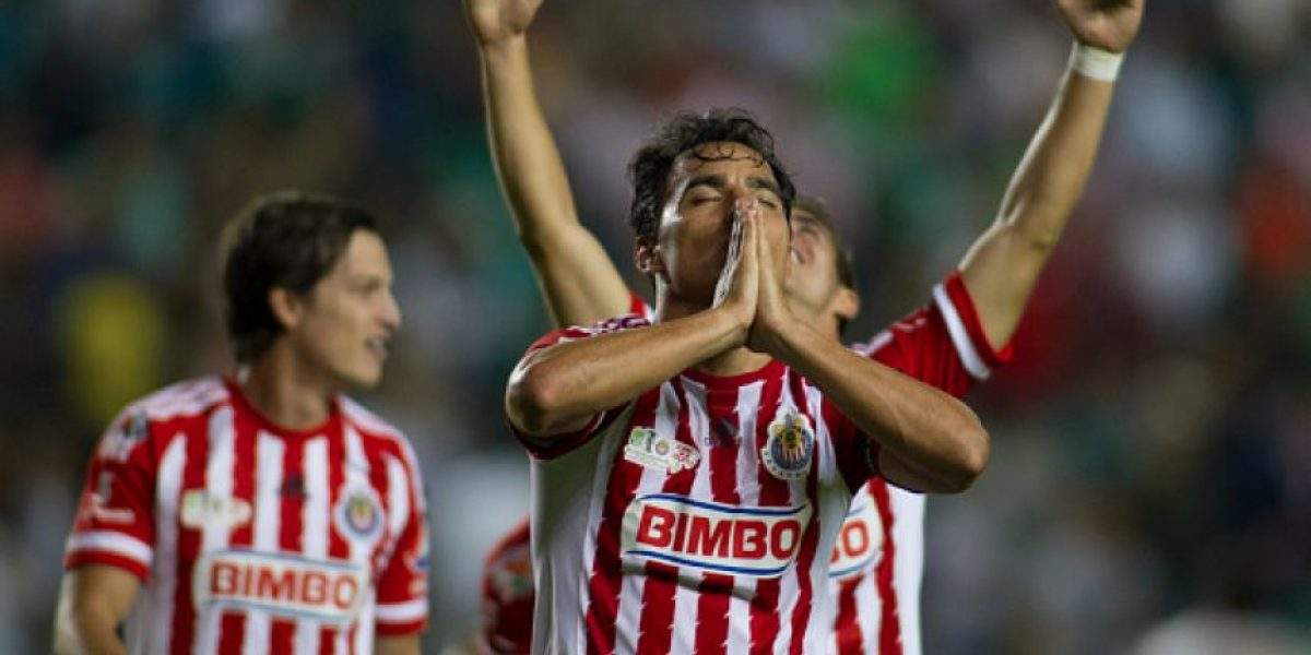 ¡Buenas noticias! Omar Bravo no se va de Chivas