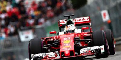 El Ferrari de Sebastian Vettel durante las pruebas libres en Canadá. Foto:Getty Images