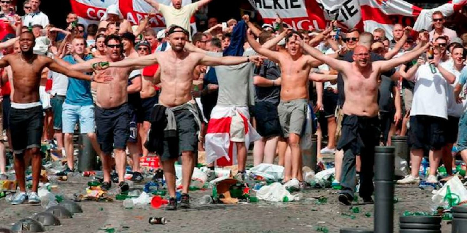 Los hooligans volvieron a protagonizar la violencia en Francia. Foto:Twitter