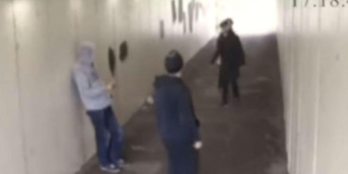 Video: Noqueó de un sólo golpe a hombres que molestaba a su novia