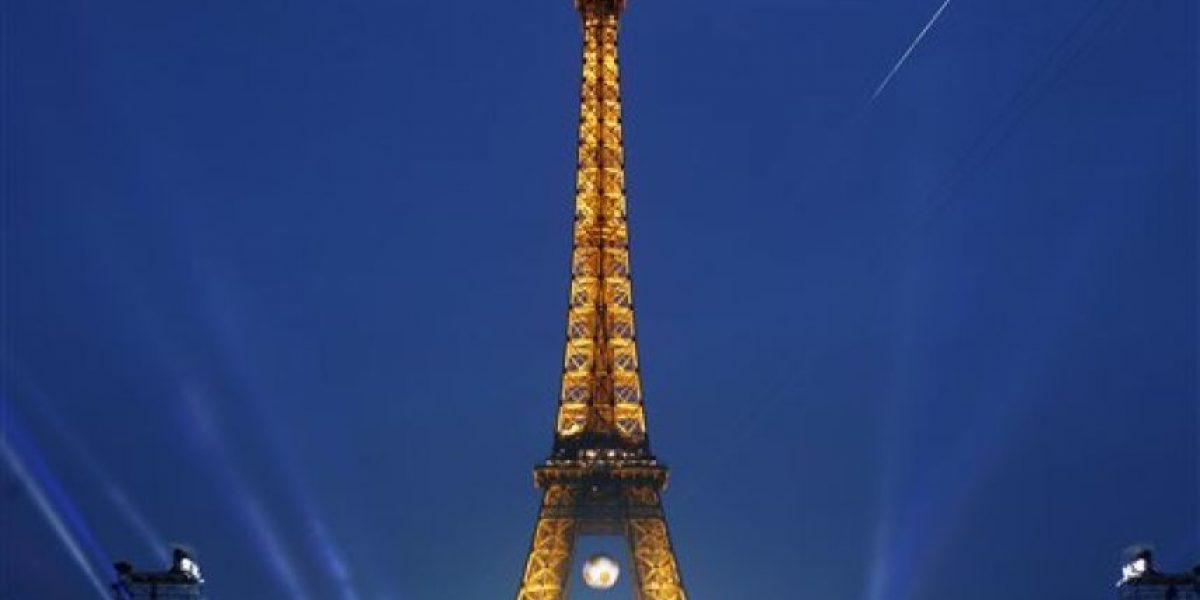Torre Eiffel lucirá colores de bandera gay en apoyo a Orlando