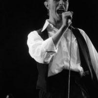 """David Bowie, con el """"Gran Duque Blanco"""" en los años 80 inspiró una imagen elegante, frágil y andrógina. Foto:vía Getty Images"""