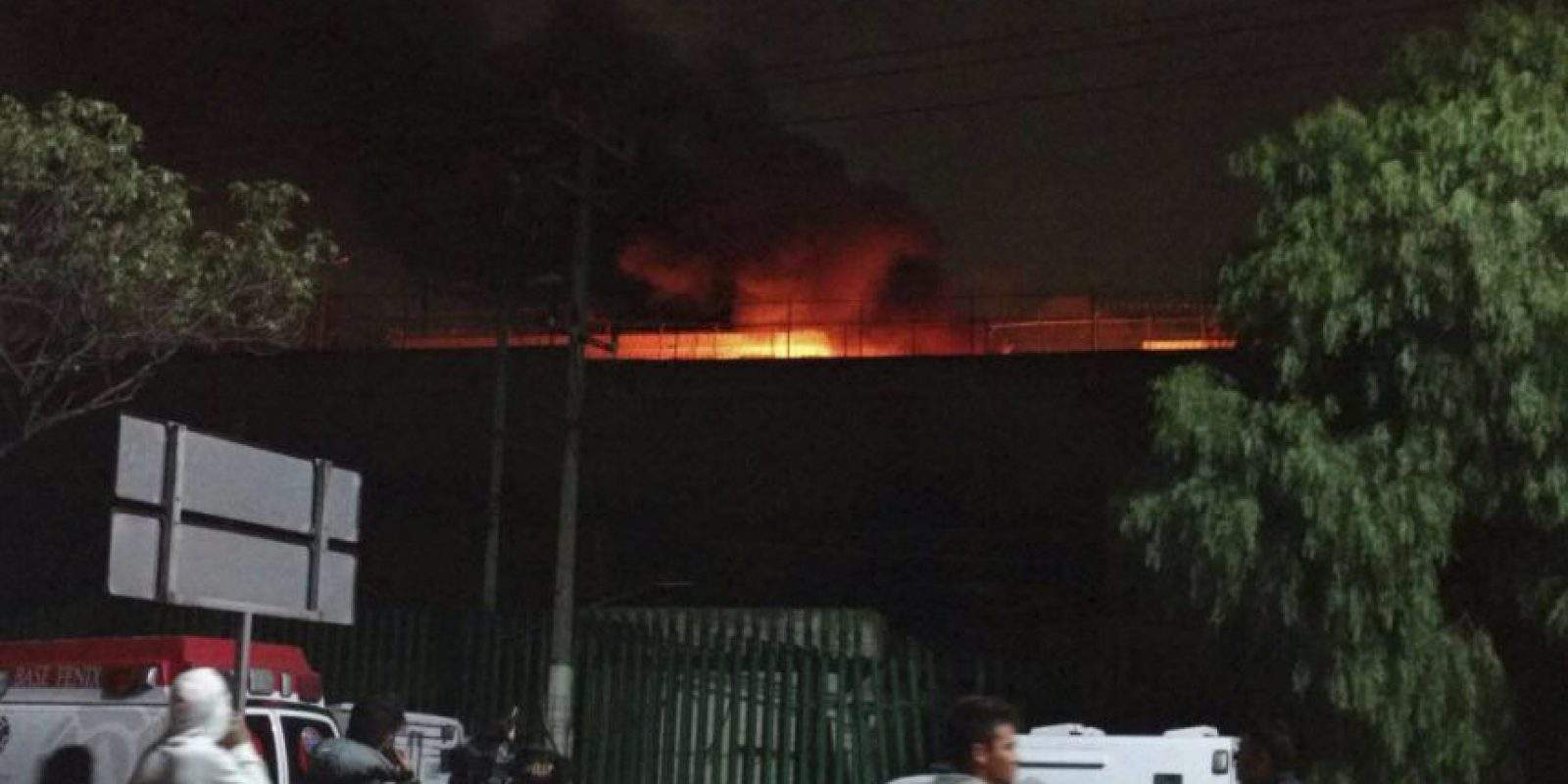 Los presos incendiaron diversos objetos al interior del penal Foto:cuartoscuro
