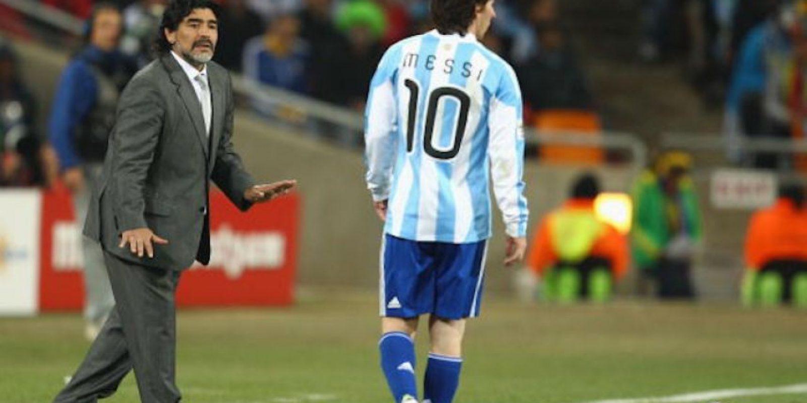 """Hace unos días Diego Armando había asegurado que a """"La Pulga"""" le hace falta actitud para ser líder. Foto:Getty Images"""