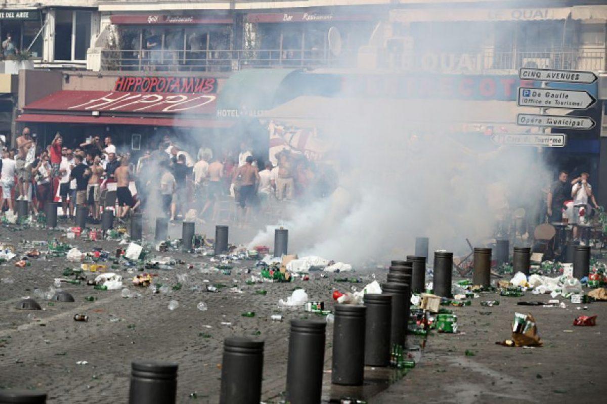 La policía ha tenido que intervenir con gases lacrimógenos en las calles Foto:Getty Images
