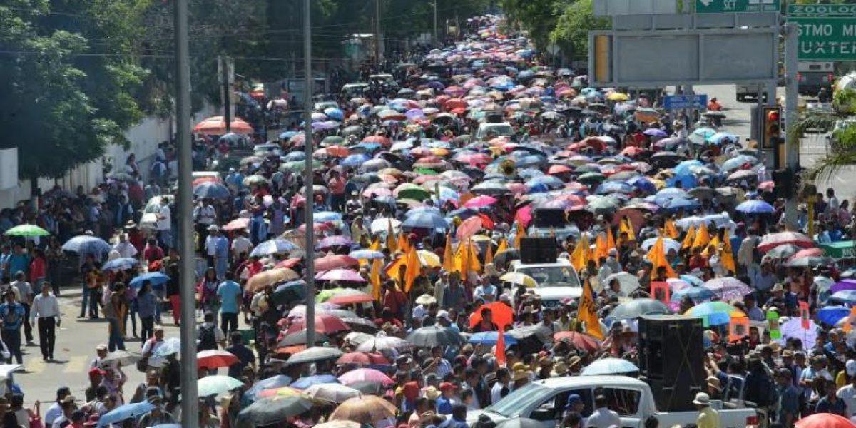 Marchan CNTE y Morena en Oaxaca; hay bloqueos y barricadas