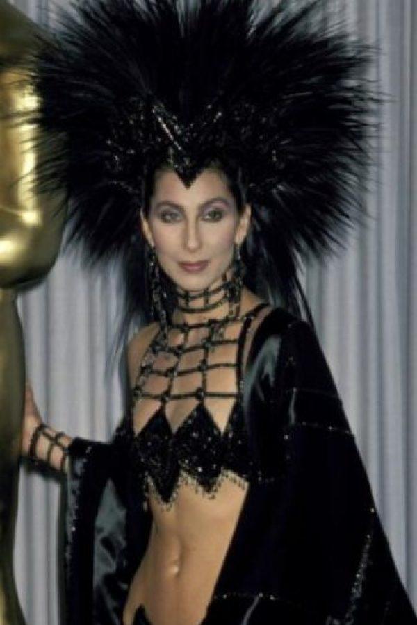 """En 1962 conoció a su pareja Sonny Bono, con quien conformaría el duo """"Sonny & Cher"""". Comenzó como su ama de llaves. Foto:Getty Images"""