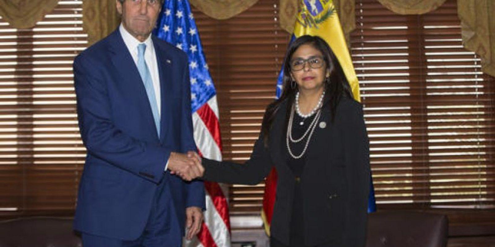 El secretario de Estado John Kerry y la canciller venezolana Delcy Rodríguez, se entrevistaron en la capital dominicana en el marco de la Asamblea General de la OEA. Foto:AP/ Archivo