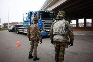 Los policías belgas también fueron aconsejados de volver a casa en trajes de civil luego del trabajo, ya que los agentes de seguridad son blanco preferente de los atacantes islámicos. Foto:Getty Images/ Archivo