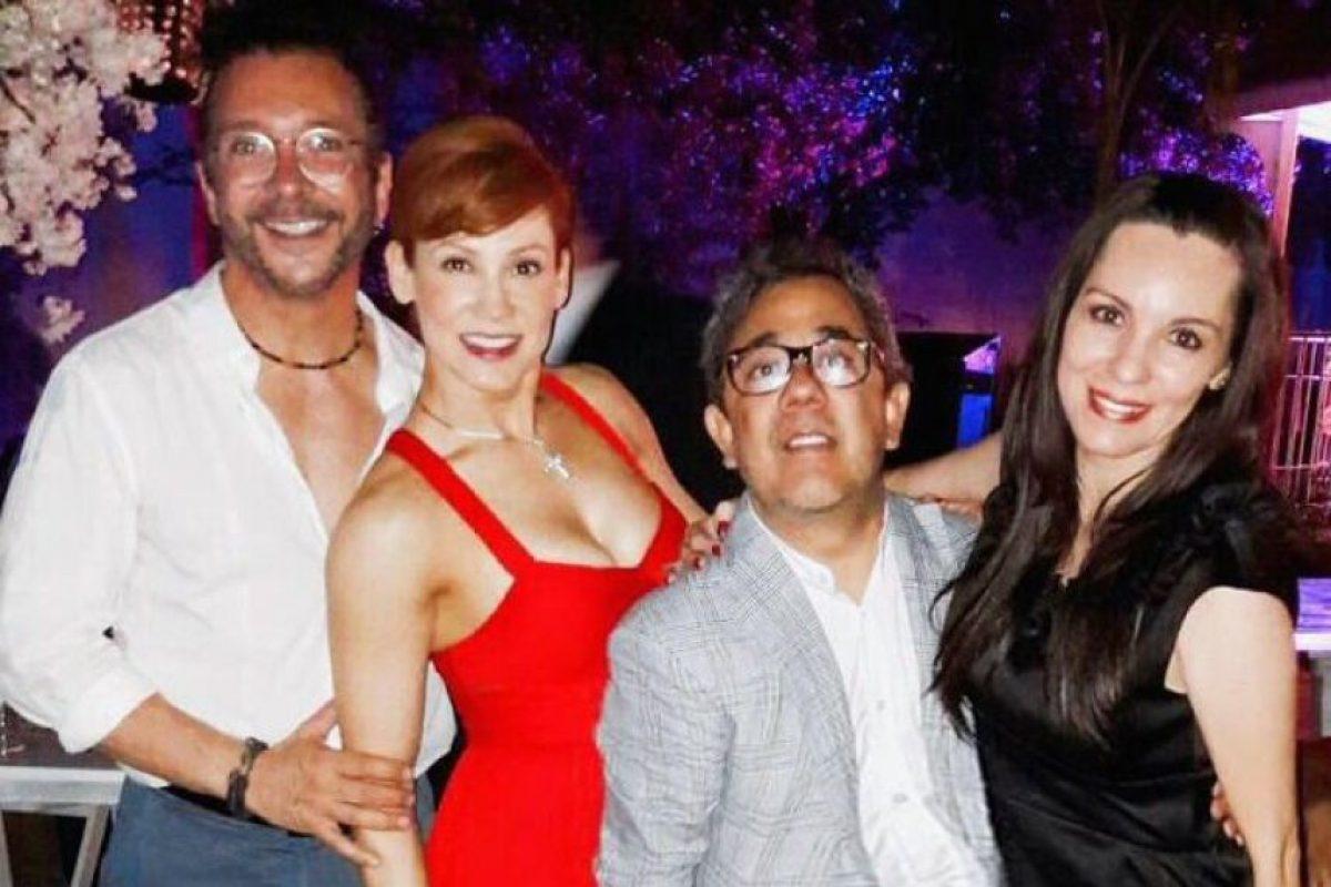 Óscar Burgos acompañó a su ex en la boda con su nueva pareja como una muestra de sincera amistad. Foto:Twitter