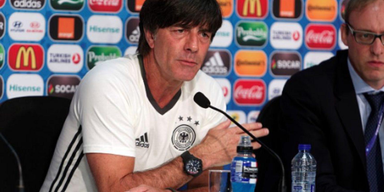 Joachim Löw habla sobre la mano que metió a su pantalón Foto:Getty Images