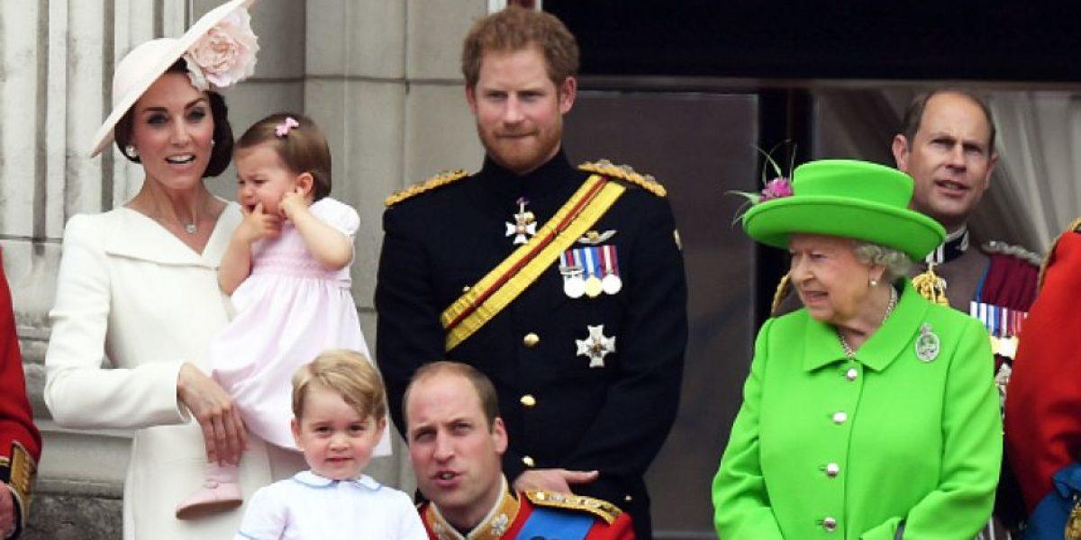 Reina Isabel reprende a su nieto Guillermo en plena ceremonia