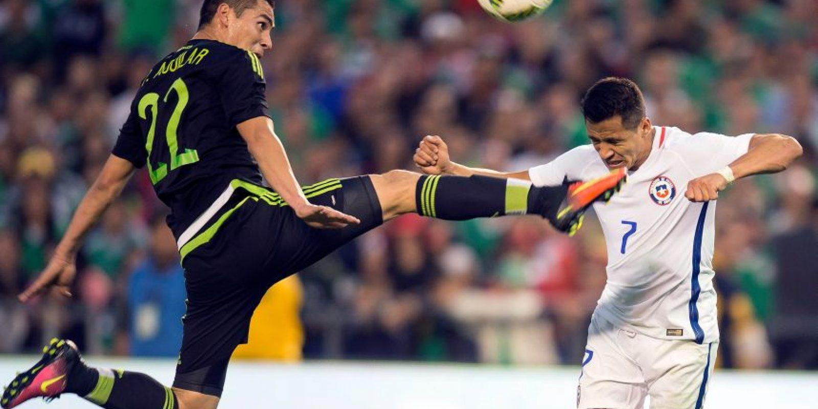 El último encuentro disputado entre México y Chile, fue el 01 de junio del presente año, duelo en el que el conjunto mexicano derrotó a los chilenos por la mínima diferencia con anotación de Javier Hernández. Foto:Mexsport/ Archivo