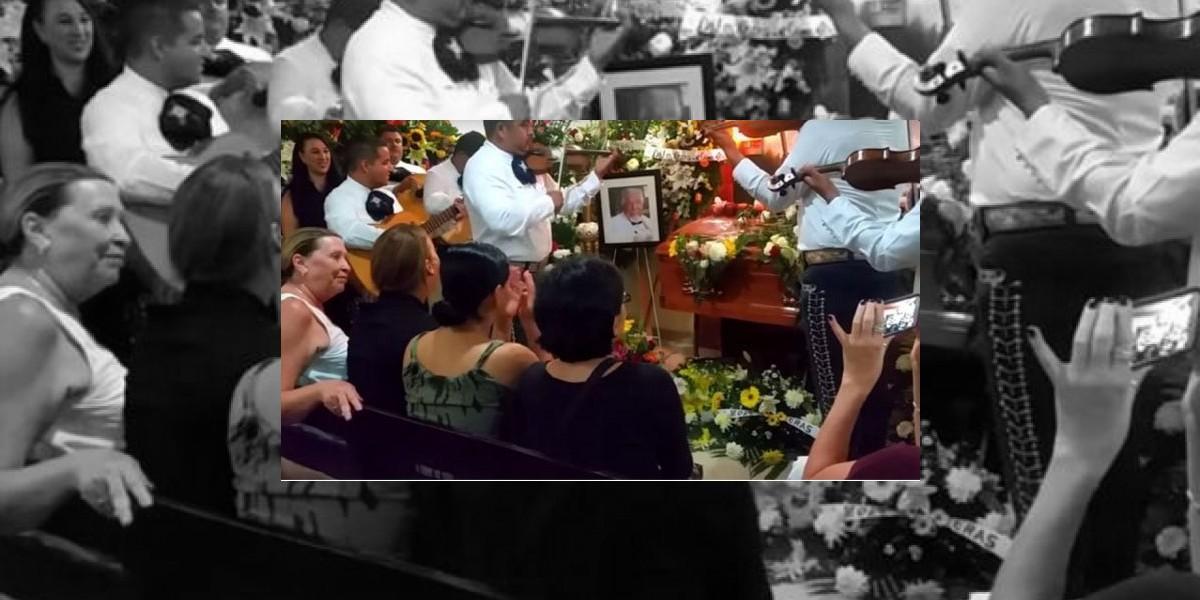 """Dan último adiós a """"El profesor Jirafales"""" en Puerto Vallarta"""