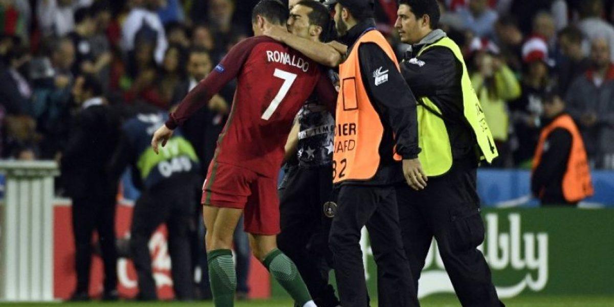 Cristiano Ronaldo defendió a un hincha para que consiga una selfie