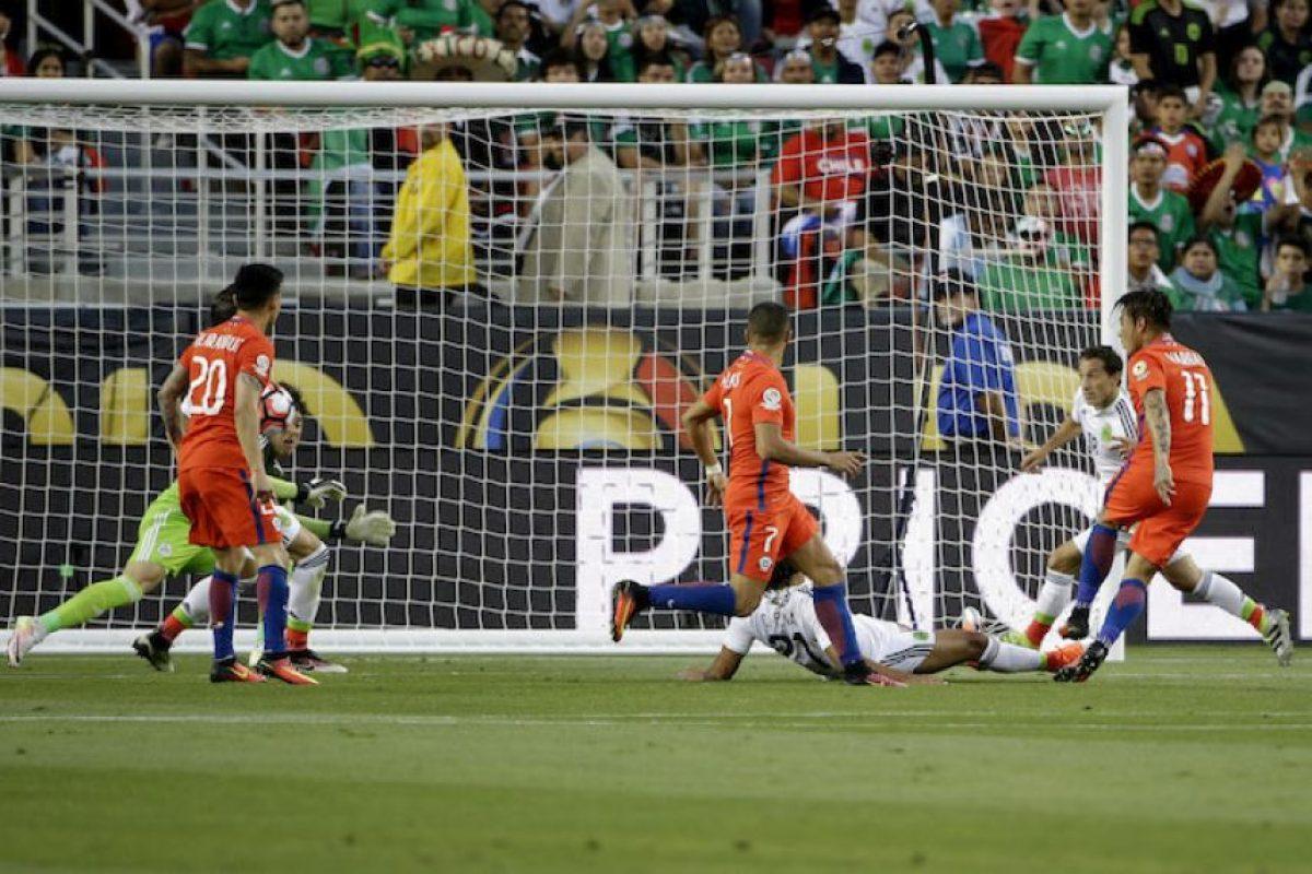 Chile le mete 7 a México y los echa de la Copa América Foto:AP