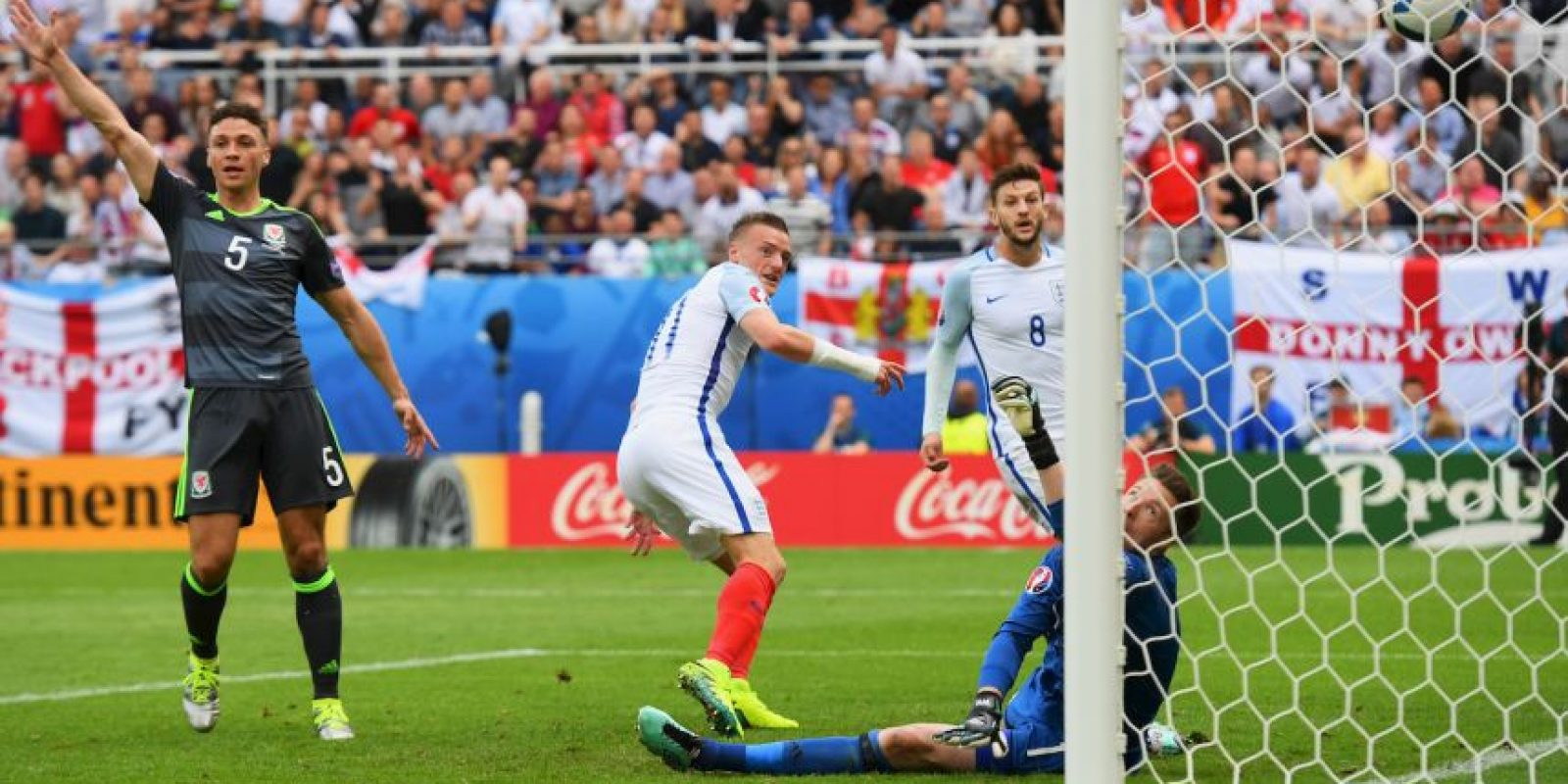 Al delantero le bastaron diez minutos en cancha para anotar el empate ante Gales, que luego terminó en victoria por 2 a 1 Foto:Getty Images