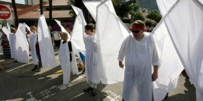 La gente acudió a la ceremonia funeraria para apoyar a los familiares de las víctimas de la masacre de Orlando. Foto:AP