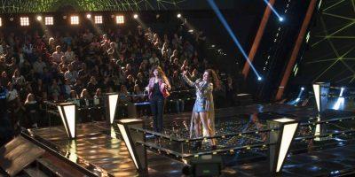 """Anira y Valentina Batta llenaron de rock el escenario con la melodía """"Come on feel the noise"""" – Ganó Valentina Foto:Televisa"""