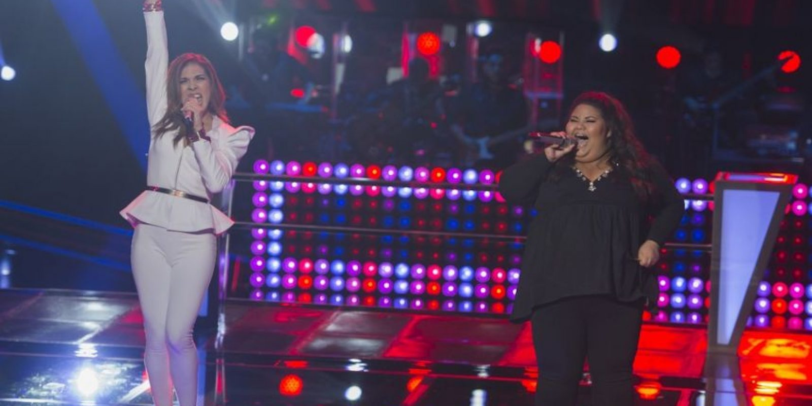 "Yuliana Martínez y Laura Caro interpretaron ""Don´t leave me this way"" – La ganadora fue Yuliana Foto: Televisa"