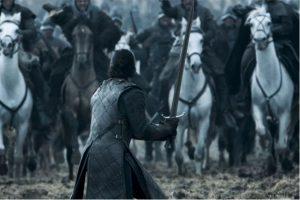 Kit Harington se enfrentó a caballos reales corriendo a toda velocidad hacia él Foto:HBO