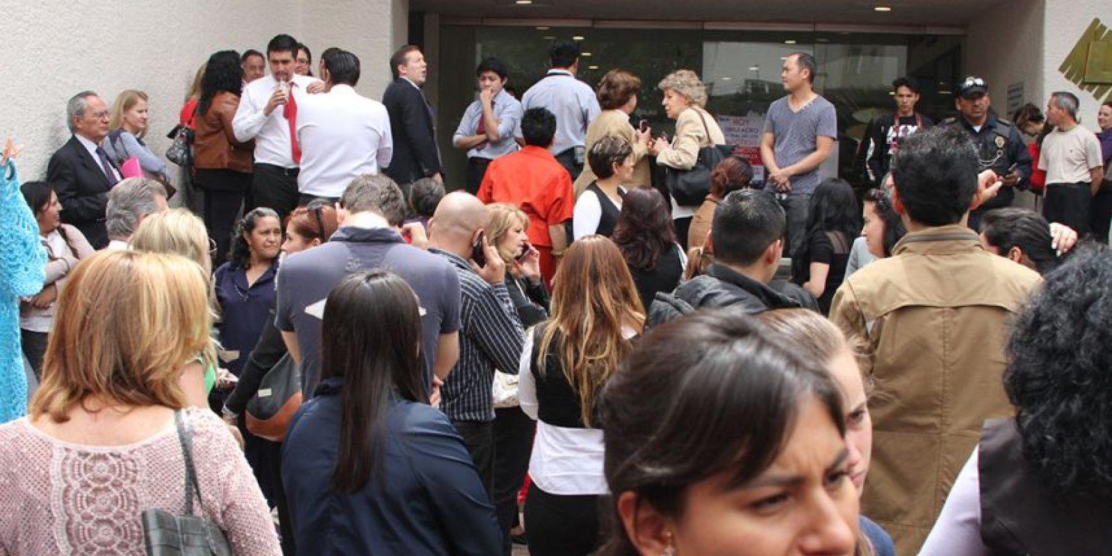 Tanto vecinos como encargados del centro comercial piden se mueva de lugar el mercado Foto:Especial