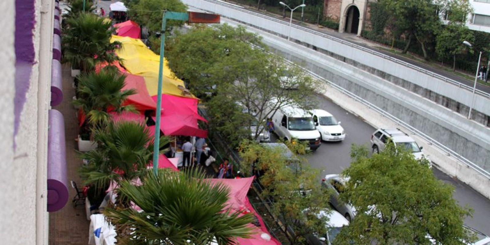 El mercado se coloca justo afuera del centro comercial Plaza Lilas Lomas Foto:Especial