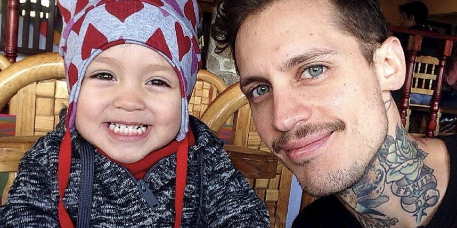 Pablo Holman, exintegrante de Kudai, con su hija Foto:Instagram @pablovonterror