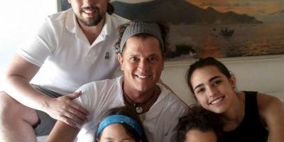 Carlos Vives junto a sus hijos Pedro, Lucy, Elena y Carlos Foto:Instagram @carlosvives
