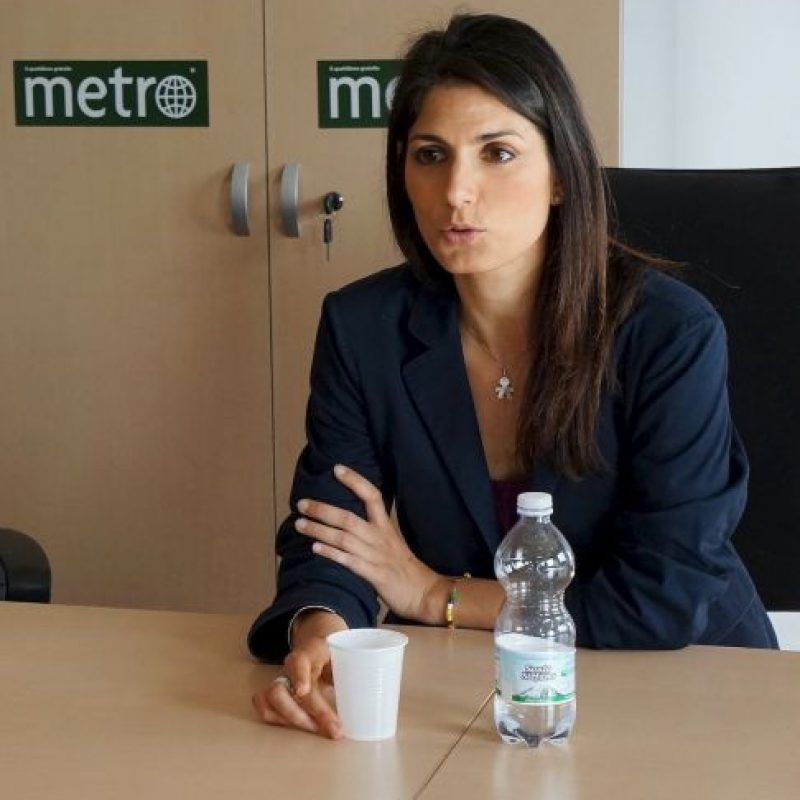 """""""Voy a ser una alcaldesa de todos los romanos"""", dijo sobre su relación con el Primer Ministro Foto:Marco Carta – Metro Italia"""