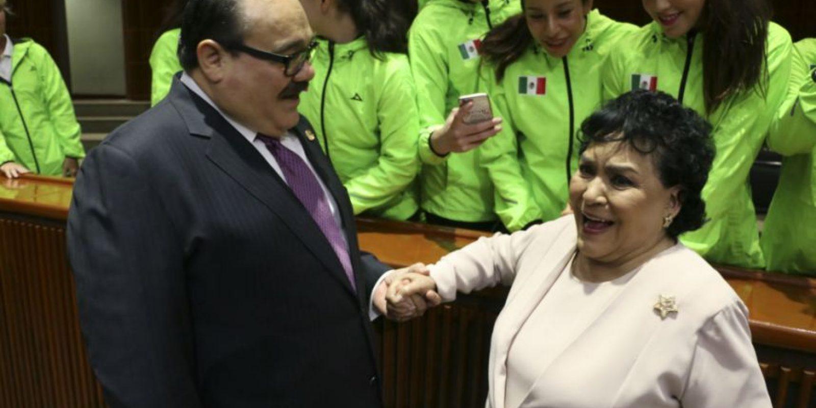 No, Carmen Salinas no aparece en la lista. El legislador Jorge Carlos Ramírez Marín, quien acompaña a la actriz, podría sustituir al Beltrones. Foto:Cuartoscuro