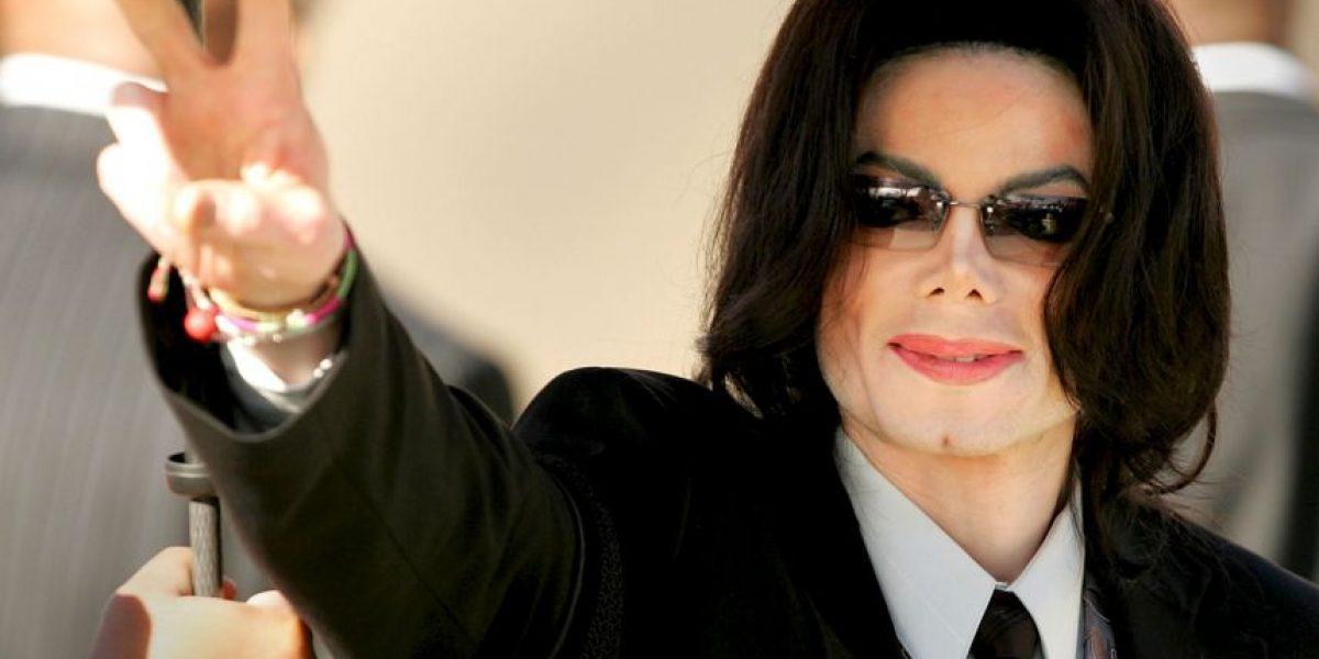Hallan colección de pornografía infantil de Michael Jackson