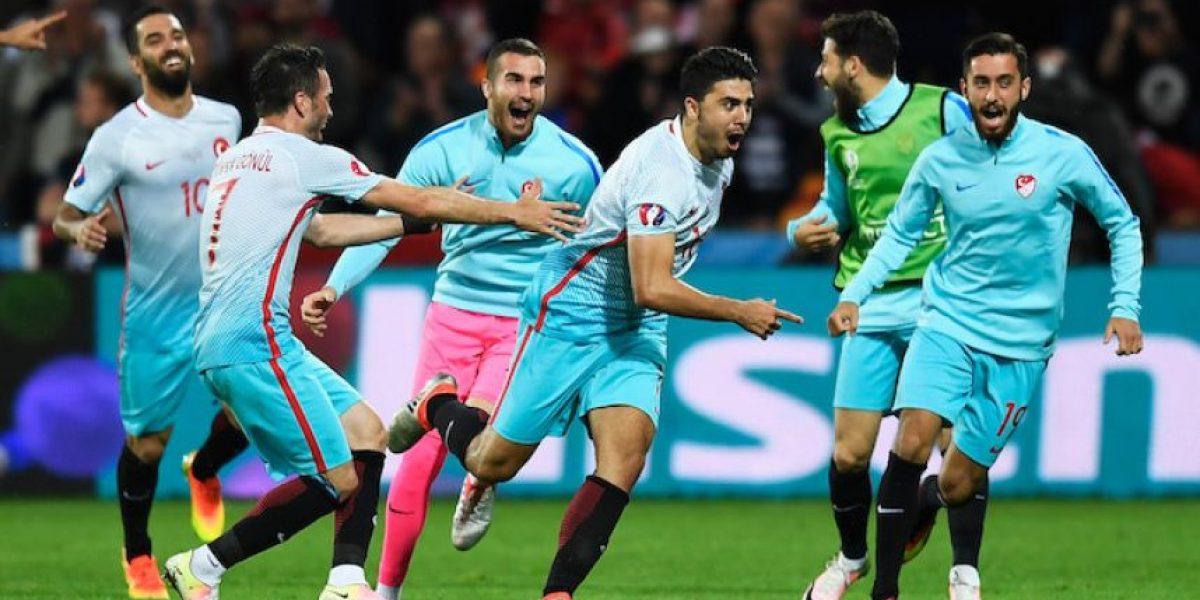 ¡Vive el sueño de los Octavos! Turquía vence 2-0 a República Checa