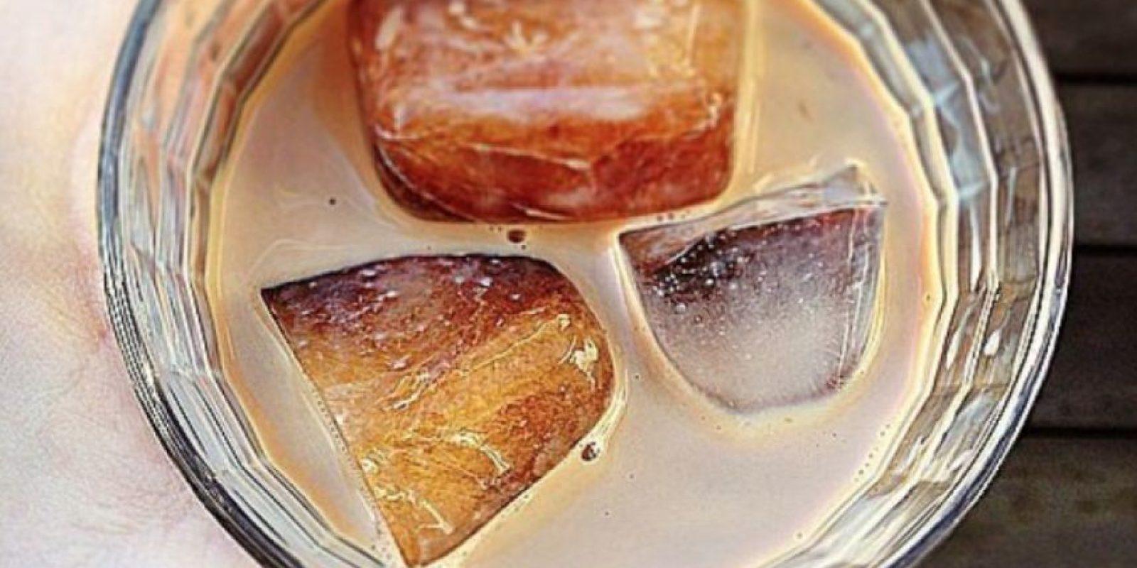 Hacer café frío: es mejor poner el cafe en hielo, para luego mezclarlo con leche y así no se diluirá. Foto:vía Getty Images