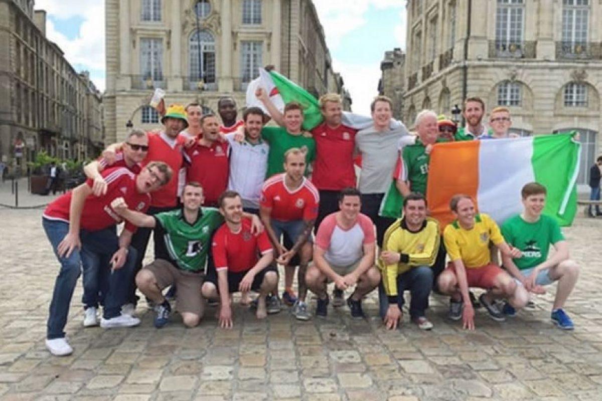 En Bordeaux ayudaron a disipar las tensiones entre ingleses y galeses. Al final terminaron tomando unas copas con los segundos. Foto:9gag
