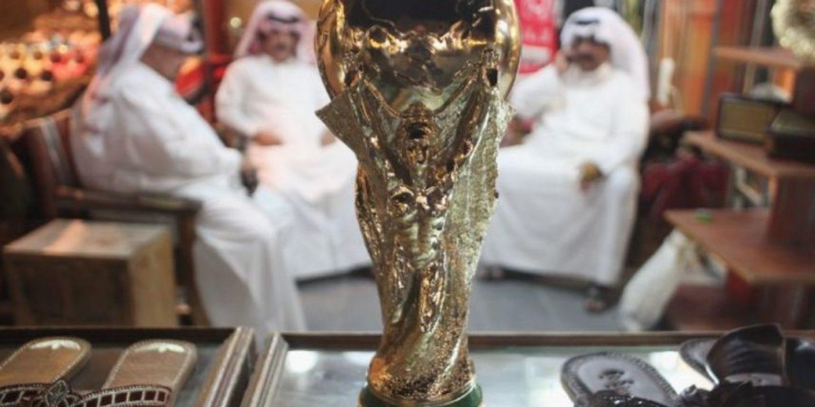 Entre los escándalos que sacuden a la FIFA en los últimos meses, se encuentran acusaciones de corrupción en la designación de las sedes mundialistas. Foto:AFP